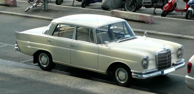 Mercedes-Benz_220S_(W_111)_01
